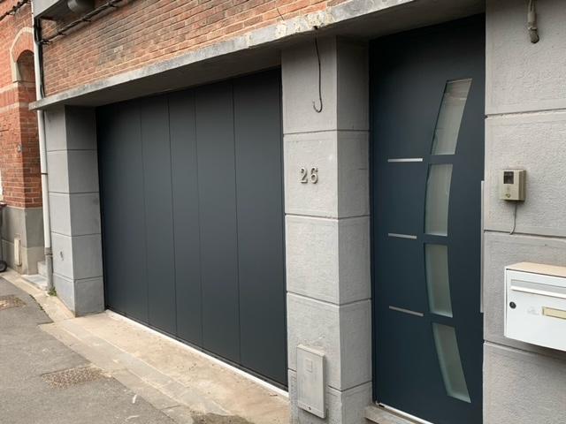 La porte de garage sectionnelle est motorisée grâce à un moteur Sommer TD800 (1)